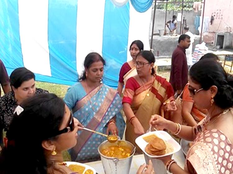 Durga-Navami-12-Bhog-Ditribution